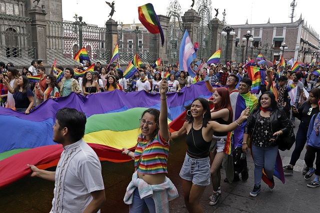 Acusan a morenistas de apropiarse de marcha gay en Puebla