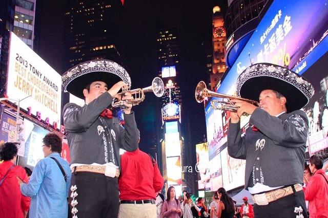 Canta mariachi de raíz poblana al abogado racista de NY