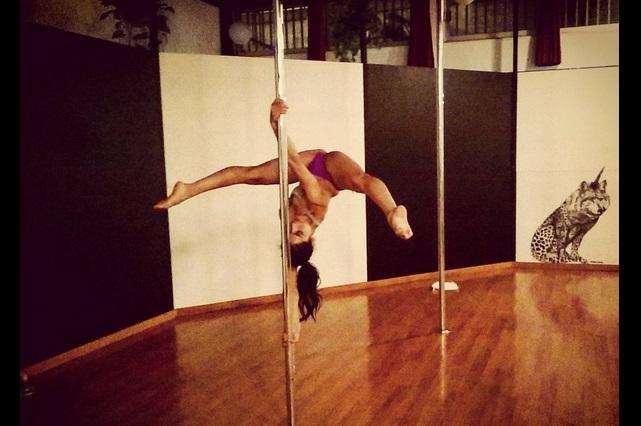 María León realiza erótico baile y comparte video