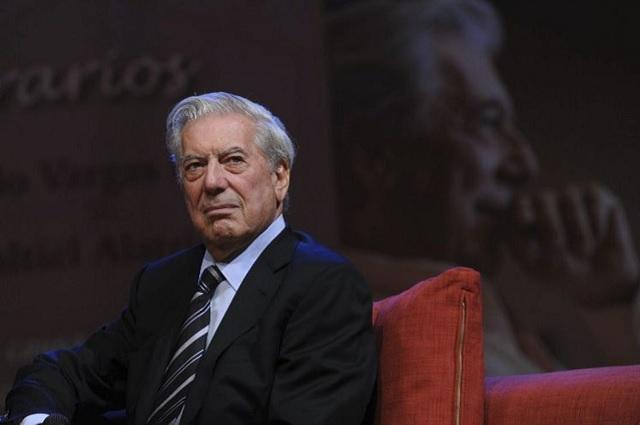 Mario Vargas Llosa sufre una caída en su casa y lo hospitalizan en Madrid