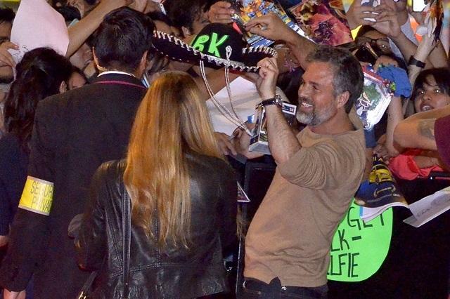 Mark Ruffalo se pone sombrero charro y la verde en promoción de Avengers