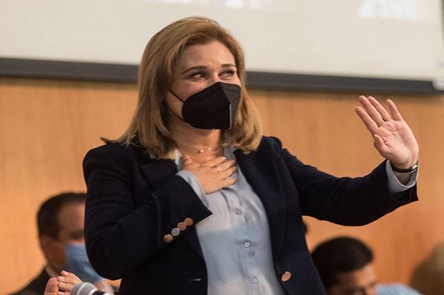 Gobernadora electa de Chihuahua, hospitalizada por covid