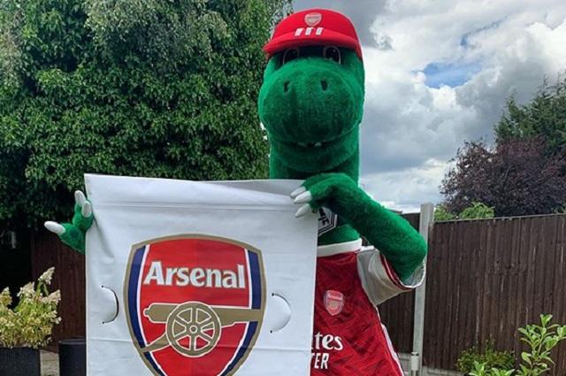 Arsenal no pude pagar el sueldo de su mascota y la despide