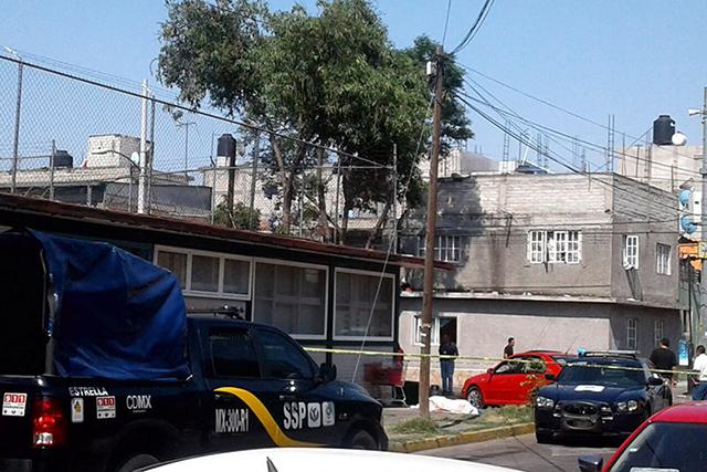 Comando mata a 3 personas en puesto de comida de Iztapalapa