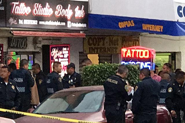 Matan a balazos a 2 hombres en un local de tatuajes en la CDMX