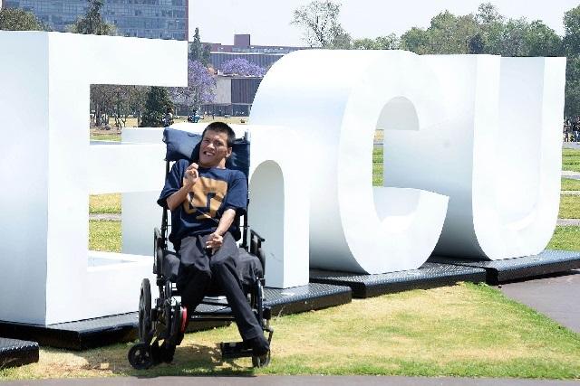 Conoce al primer profesor con discapacidad motriz en UNAM