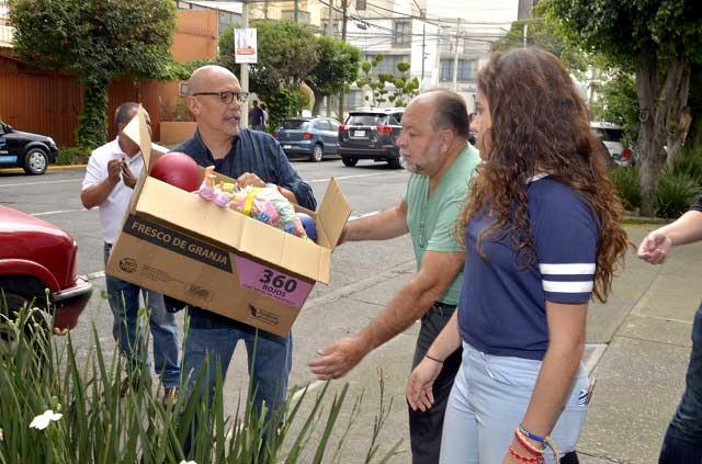 Mauricio Castillo encabeza centro de acopio de juguetes para niños