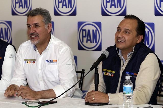 Acusa el PAN acusa a Barbosa de firmar como abogado sin serlo