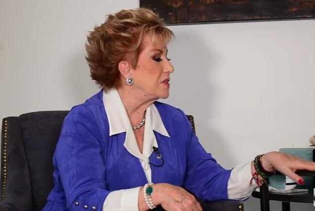 Maxine Woodside se vacunó contra Covid y en la noche tuvo malestares