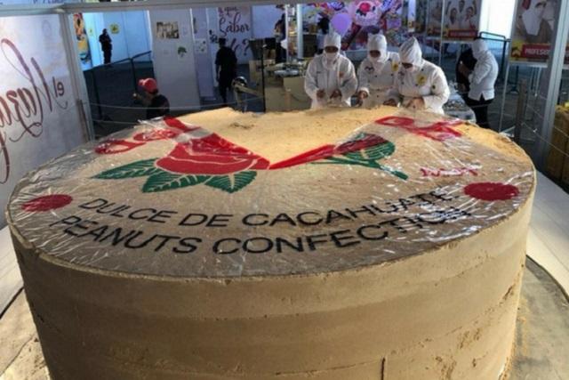 Dulces La Rosa hizo un mazapán de 8 mil kilos y se ganó el Récord Guinness