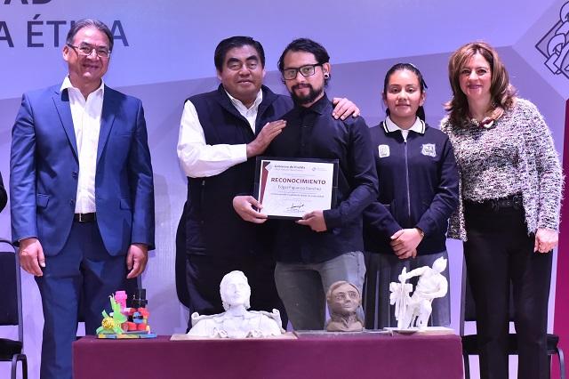 Convoca gobernador Barbosa a recuperar la paz en Puebla