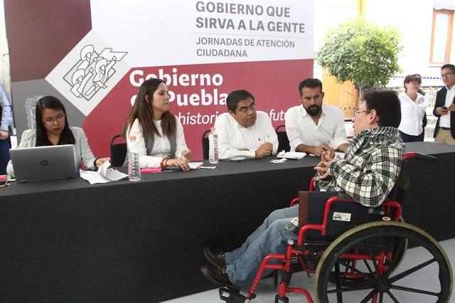 Piden apoyo a Barbosa para prótesis, árboles navideños y servicio social