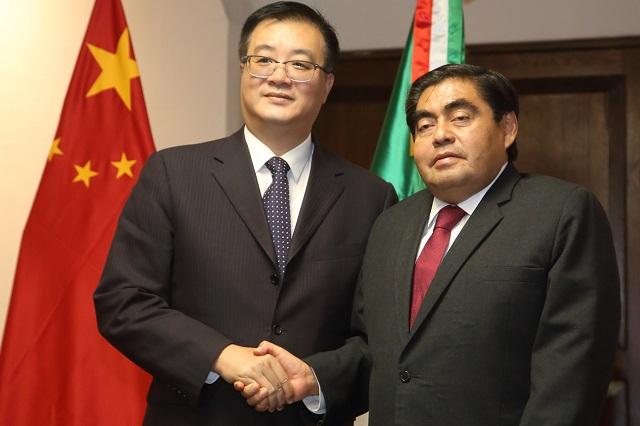 El gobernador Barbosa se reúne con embajador de China en Casa Aguayo