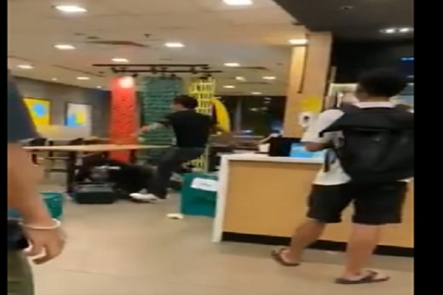 Video: Hombre agrede a empleado de McDonald´s