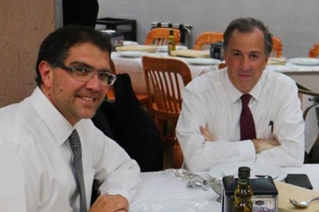 Meade invita a su campaña a Armando Ríos Piter, El Jaguar