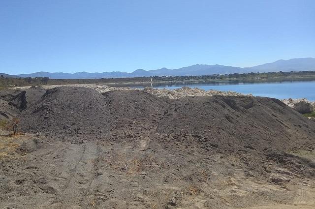 Autoridades paran obra irregular en laguna de Alchichica