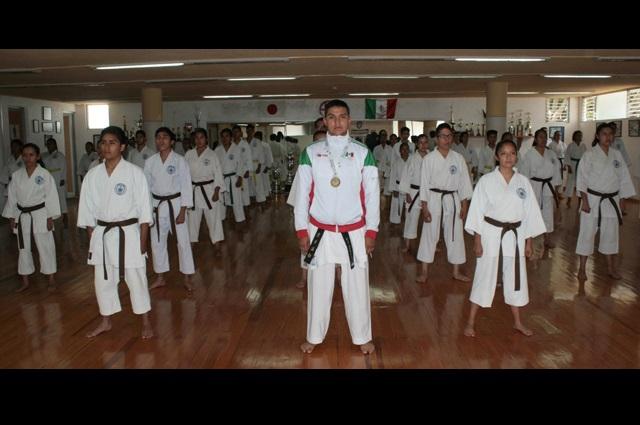 Javier Terán, de la BUAP, campeón de karate en Olimpiada Nacional