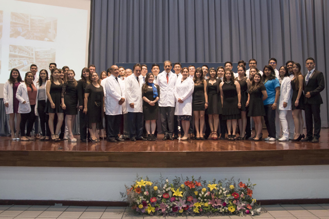 En  Medicina BUAP se trasciende a la responsabilidad social: Esparza Ortiz