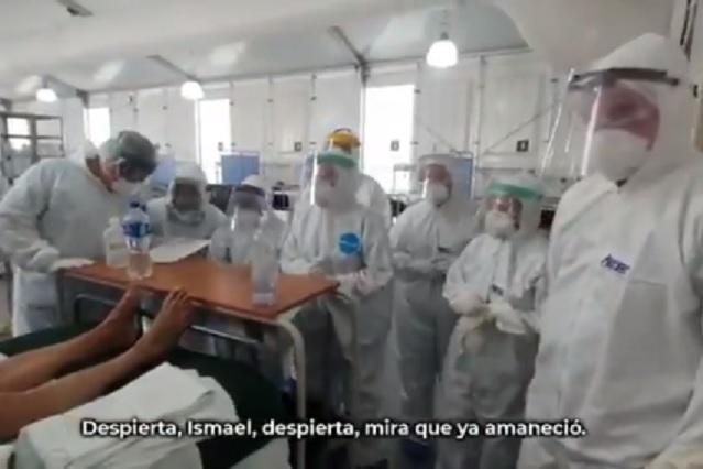 Médicos del IMSS cantan mañanitas a paciente Covid