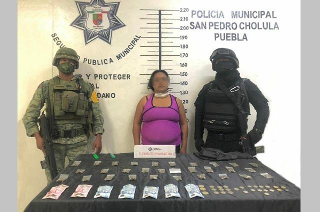 Sedena y policía de San Pedro Cholula detienen a mujer con enervantes