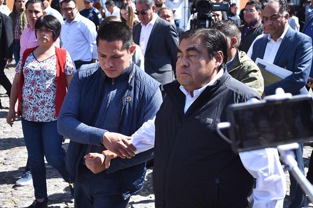 Fiscalía para estudiantes y 2 mil policías, acepta Miguel Barbosa