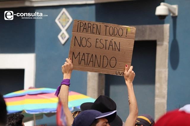 Pancartas exhiben hartazgo en la Mega Marcha Universitaria