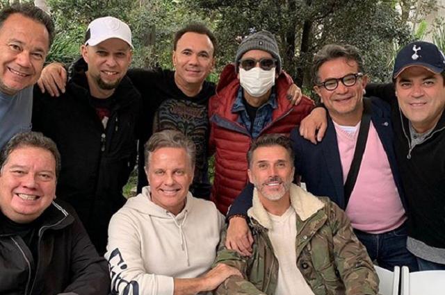 Memo del Bosque festeja estar libre de cáncer y ve Super Bowl con amigos