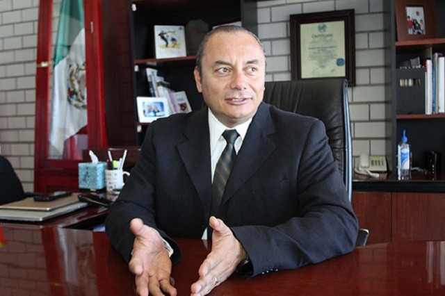Guillermo Velázquez seguirá en la administración pública