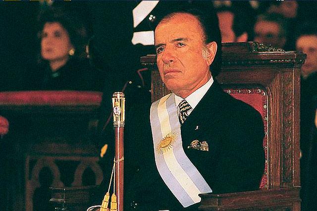 Sentencian al ex presidente argentino Carlos Menen a 4 años de cárcel