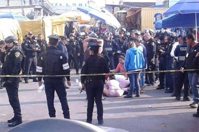 Mueren 3 personas en tiroteo que se desató en el mercado de Sonora