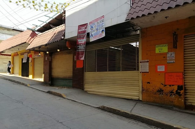 Cierran y sanitizan mercado municipal de Huauchinango