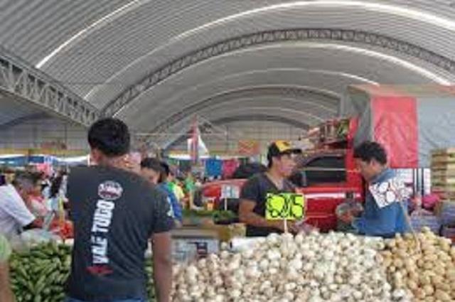 Restringen entrada a 2 personas por familia en mercado de Izúcar