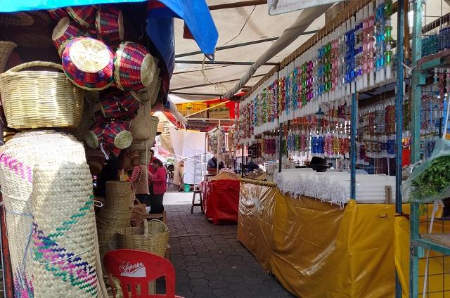 En Tehuacán instalan mercado exclusivo para Día de Muertos
