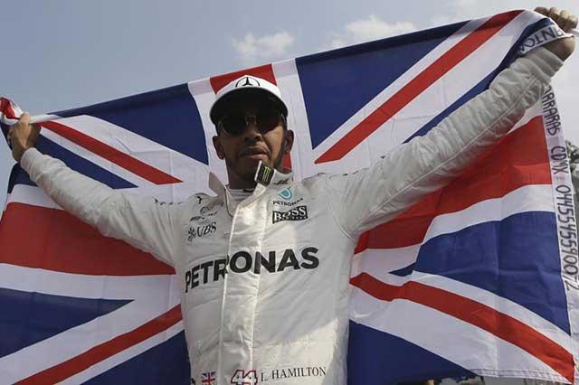 Mercedes triunfa en Gran Premio de México