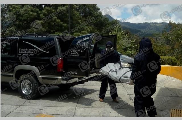 Sospechoso de Covid muere en gasolinera de Tlatlauquitepec