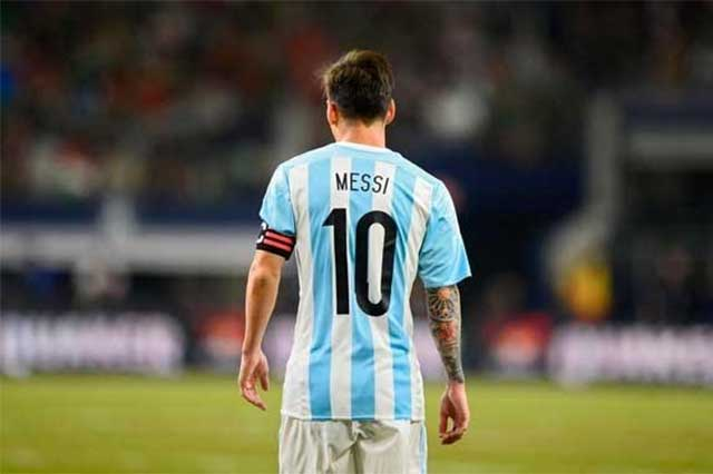 Diego Luna invita a Messi: En México es común fallar penaltis y defraudar al fisco