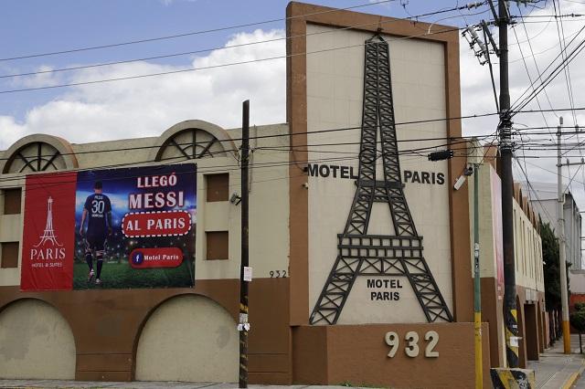 Motel Paris de Puebla usa imagen de Messi para atraer clientes