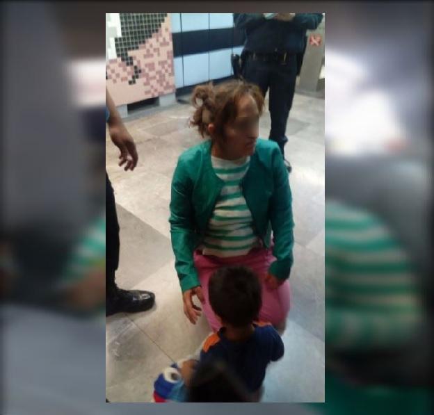 Mujer se avienta a las vías del metro con su hijo