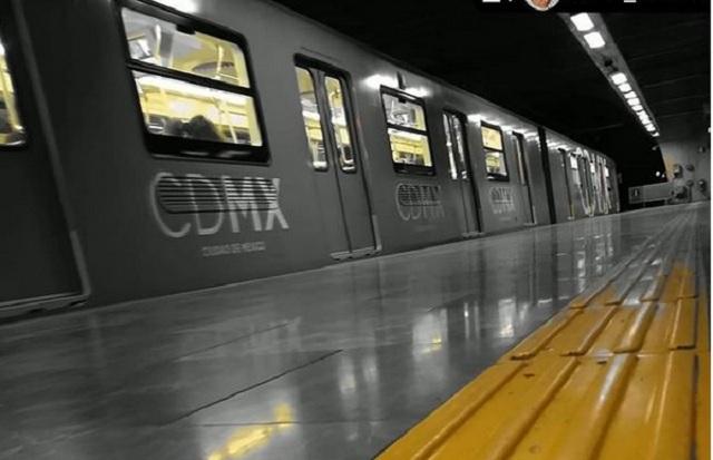 Video: Mujer graba a hombre que la acosa en el metro