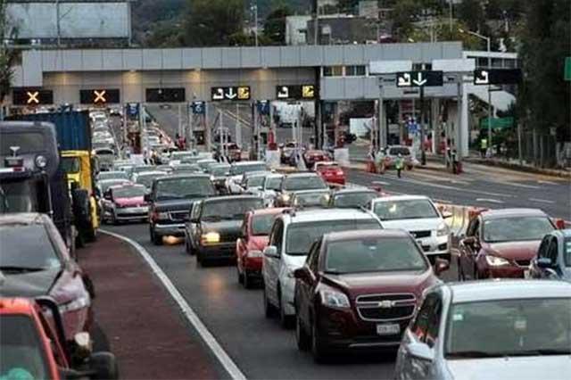 Miles de vehículos saturan la México-Cuernavaca