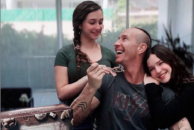 Andrea Legarreta y Erik Rubín felicitan a su hija Mía por sus XV años