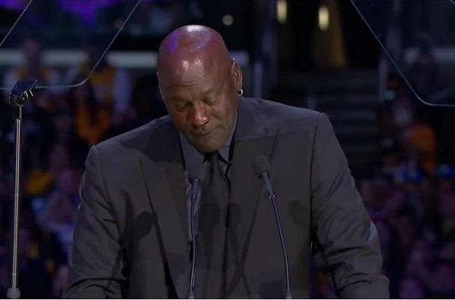 Video: Michael Jordan rompe en llanto en el último adiós a Kobe Bryant