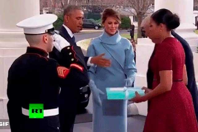 Michelle Obama pasó un momento incómodo al recibir regalo de Melania