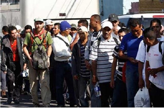 Migrantes en huelga de hambre para que los dejen pasar a EU