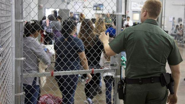 Orden que firmó Trump es para encarcelar juntas a familias migrantes: ONG