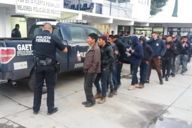 Rescata PF a 52 migrantes centroamericanos en Puebla
