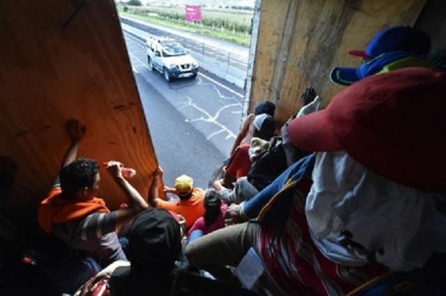 Con rayos X descubren a 51 migrantes dentro de un camión en Zacatecas