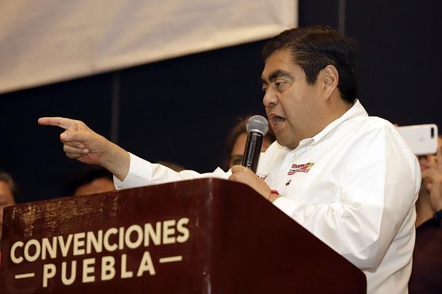 Denuncian a Miguel Barbosa ante la FGR por enriquecimiento ilícito