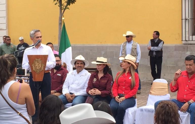 Cabalga Mancera rumbo a la Presidencia en Chihuahua
