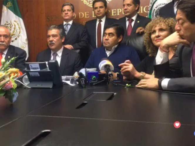 Barbosa y 10 senadores se separan de la bancada del PRD en el Senado